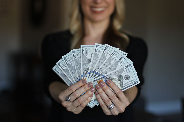 woman-cash